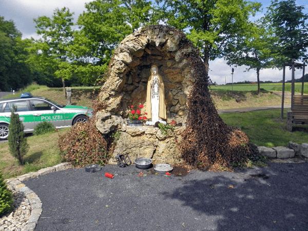 Vandalismus an der Mariengrotte in Schlimpfhof