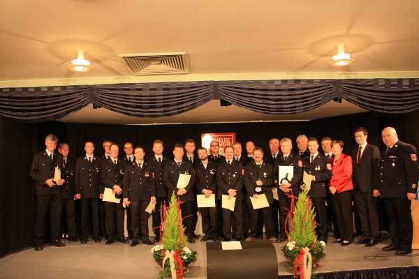 """25 Jahre """"Mädchen für alles"""": Ehrungen für aktive Feuerwehrmänner"""