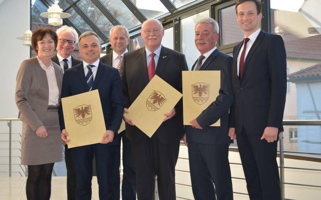 Bürgermeister und ehemalige Bürgermeister bei Kreisehrenabend des Landkreises geehrt