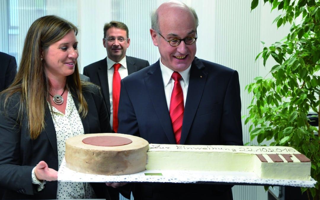 Baumaßnahme mitten in Gochsheim fertig: Sparkassen-Filiale offiziell eingeweiht
