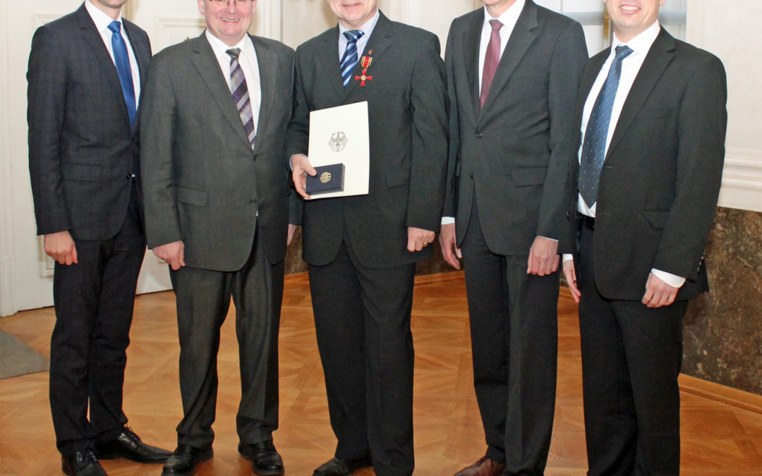 Bundesverdienstkreuz am Bande für Altlandrat Harald Leitherer