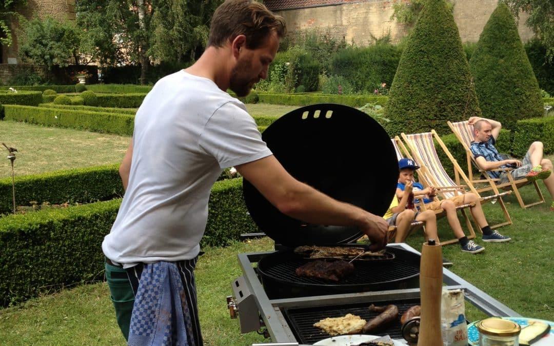 Grill-Picknick für Daheimgebliebene im Schlossgarten