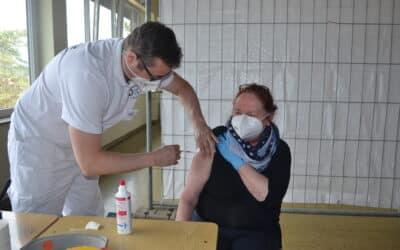 Erste Bürgerinnen und Bürger in Stadtlauringen geimpft